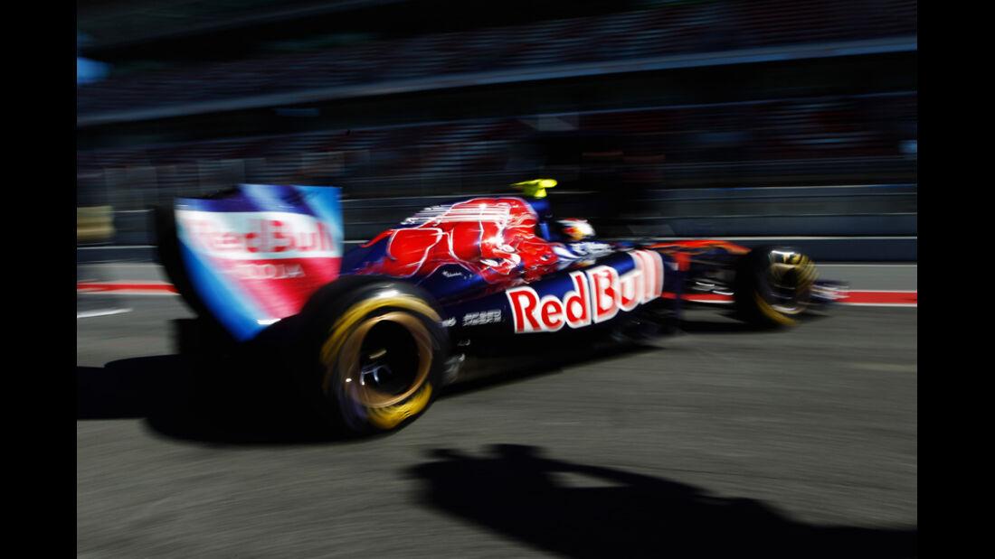 Toro Rosso STR6 Buemi Formel 1 Test Barcelona 2011