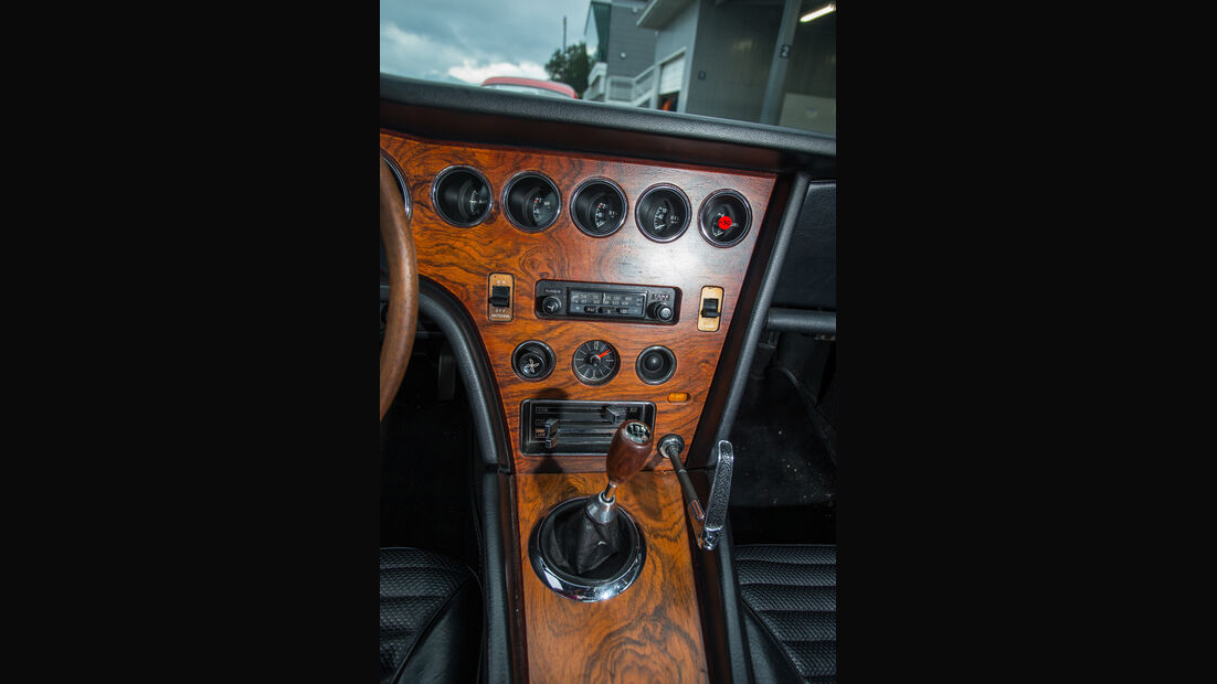 Toyota 2000GT, Mittelkonsole