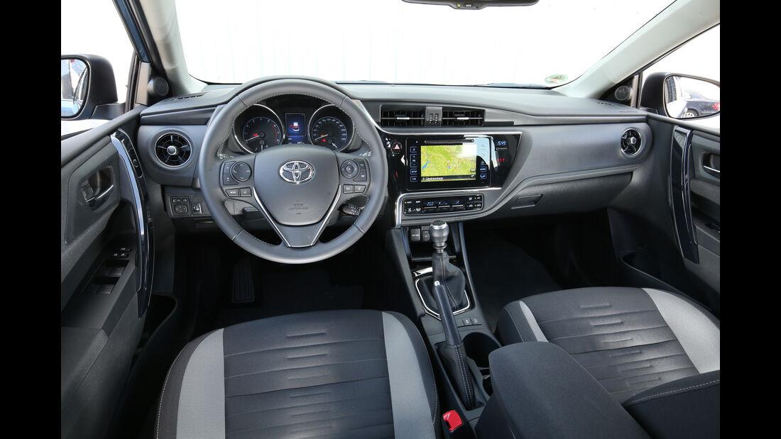 Toyota Auris 1.2T, Cockpit