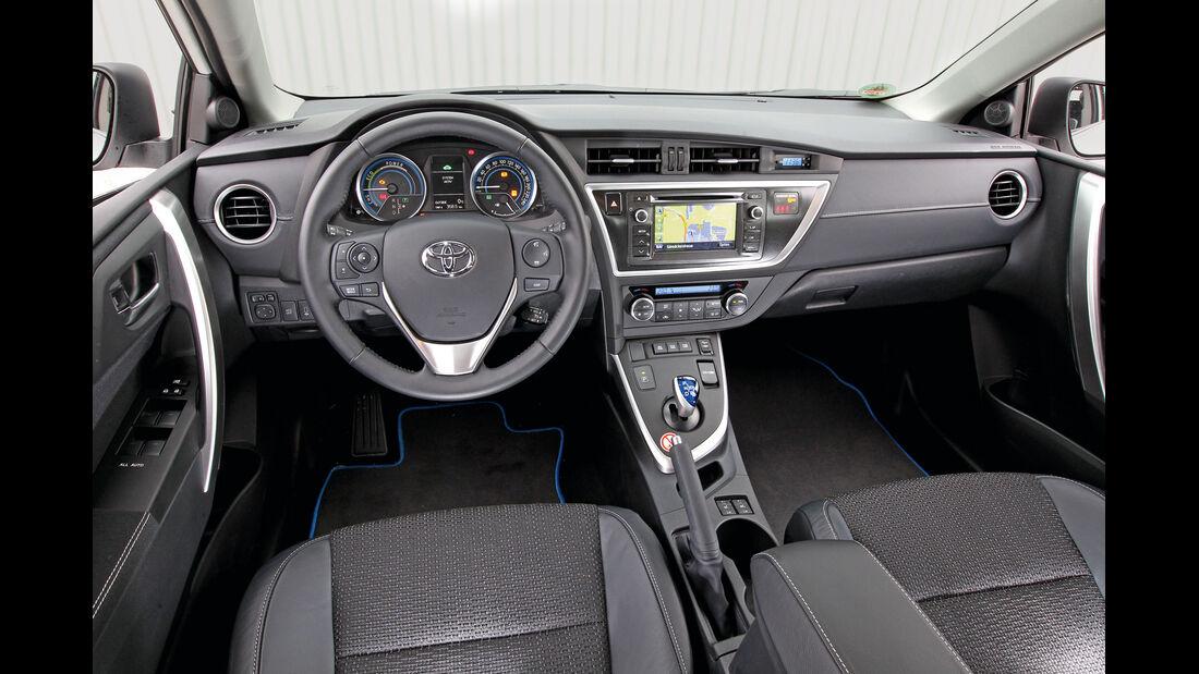 Toyota Auris 1.8 VVT-i HSD Executive, Cockpit