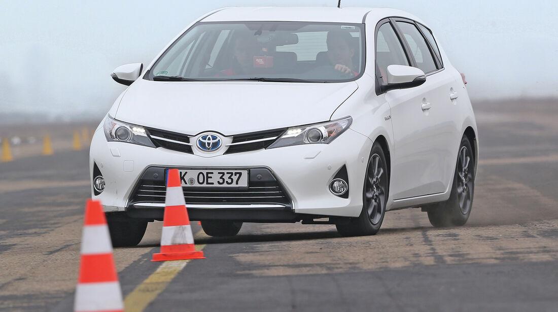 Toyota Auris 1.8 VVT-i HSD Executive, Slalom, Frontansicht