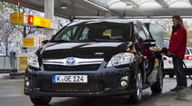 Toyota Auris HSD Tankstelle