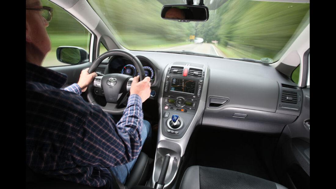 Toyota Auris Hybrid, Innenraum, Cockpit