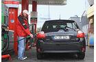 Toyota Auris Hybrid, Tankstelle
