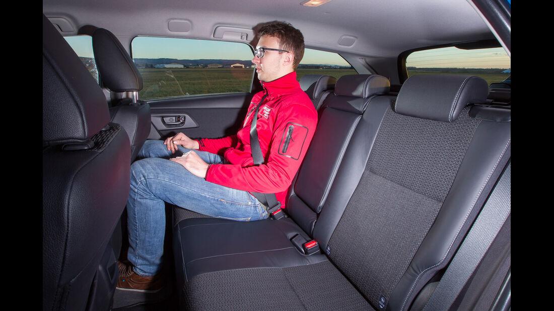 Toyota Auris Touring Sports 2.0 D-4D, Fondsitz, Beinfreiheit