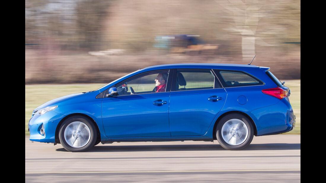 Toyota Auris Touring Sports 2.0 D-4D, Seitenansicht