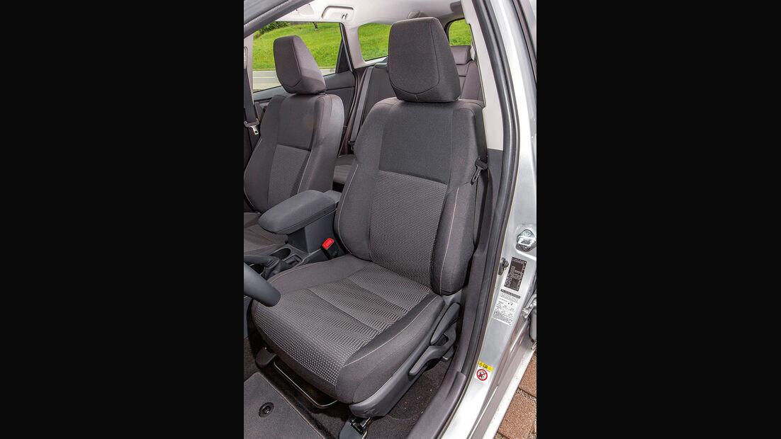 Toyota Auris Touring Sports 2.0 D-4D, Sitze