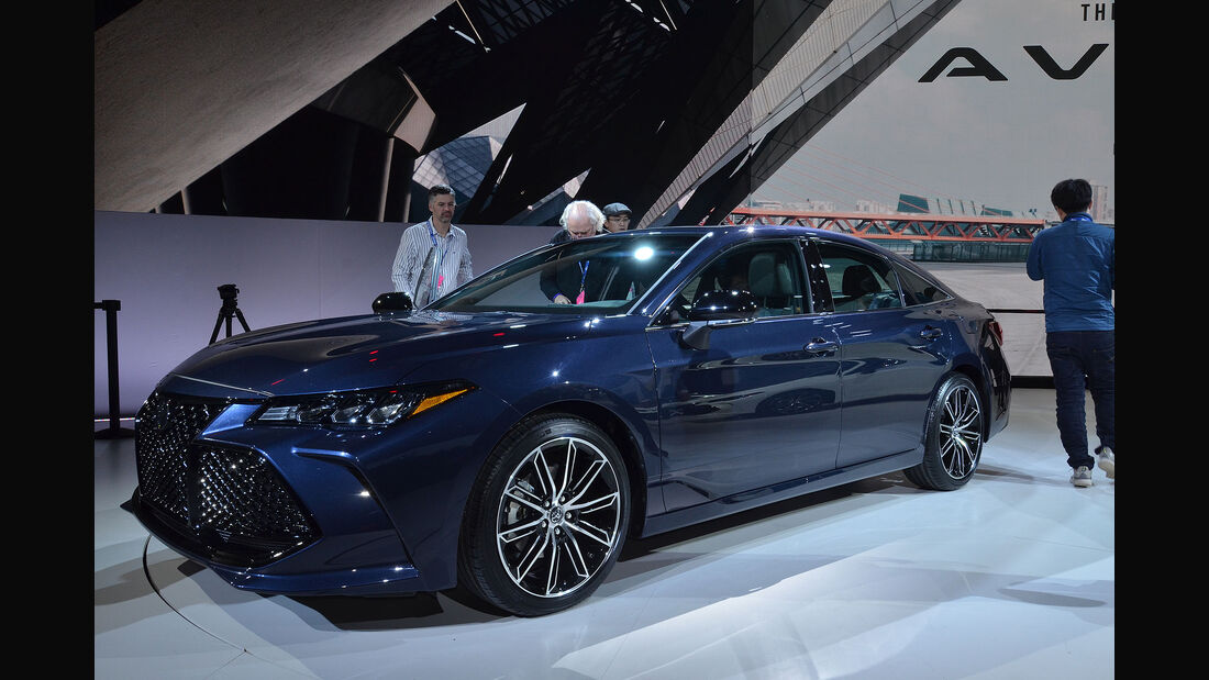 Toyota Avalon Teaser Detroit 2018