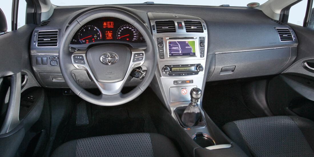 Toyota Avensis Combi 2.0 D-4D, Cockpit