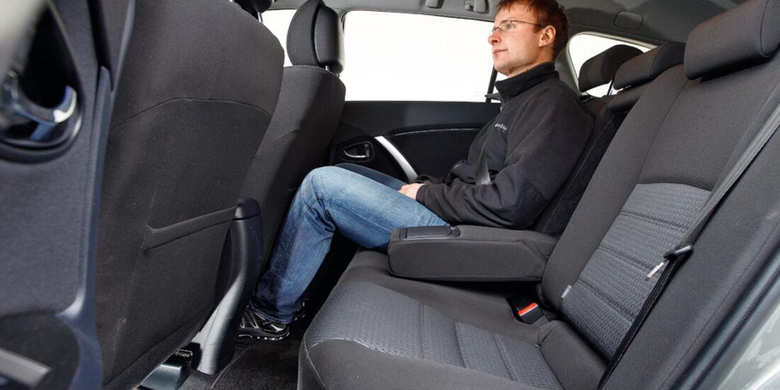 Toyota Avensis Combi 2.0 D-4D, Rückbank, Beinfreiheit