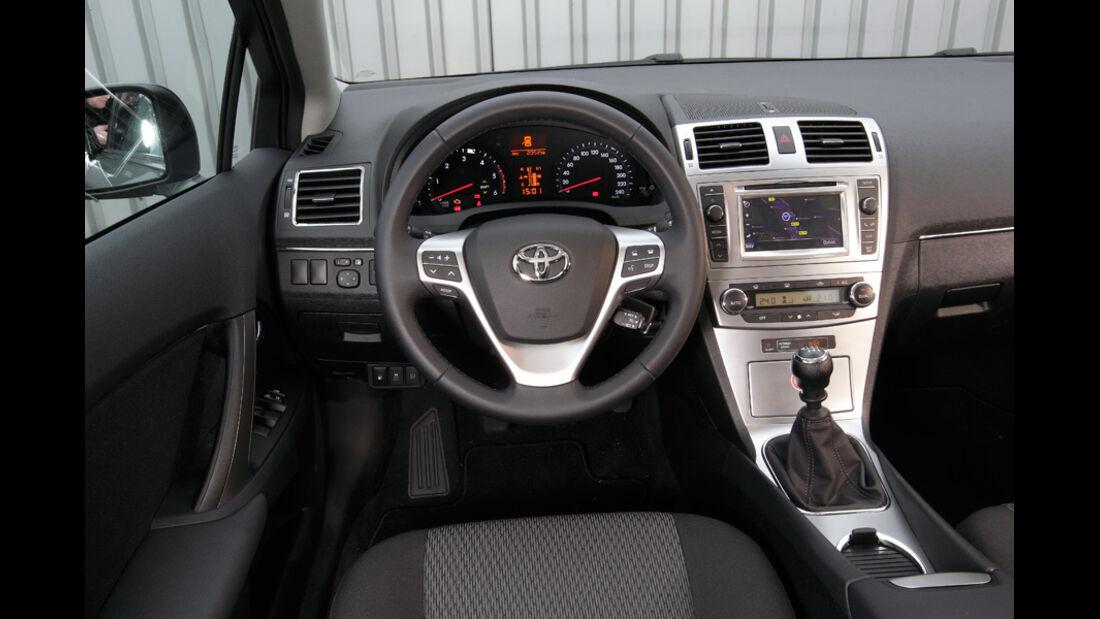 Toyota Avensis Combi D-4D, Cockpit, Lenkrad