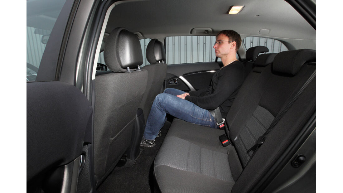 Toyota Avensis Combi D-4D, Rückbank, Innenraum