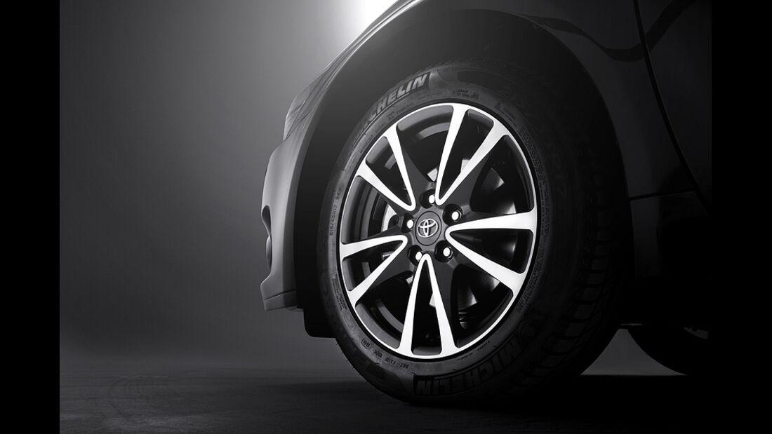 Toyota Avensis Facelift 2012