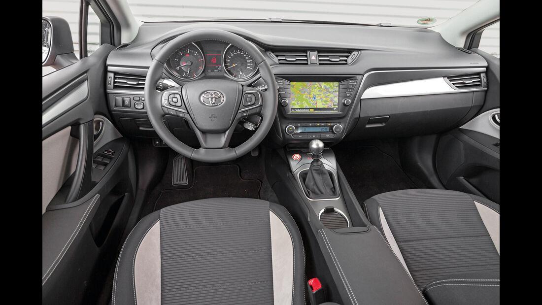Toyota Avensis Touring Sports 2.0 D-4D, Cockpit