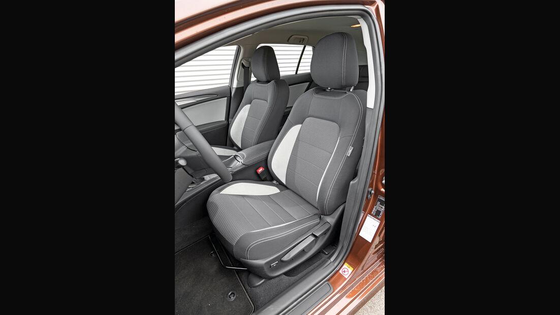Toyota Avensis Touring Sports 2.0 D-4D, Fahrersitz