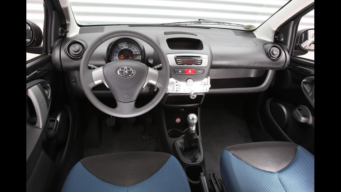 Toyota Aygo 1.0i, Cockpit, Lenkrad