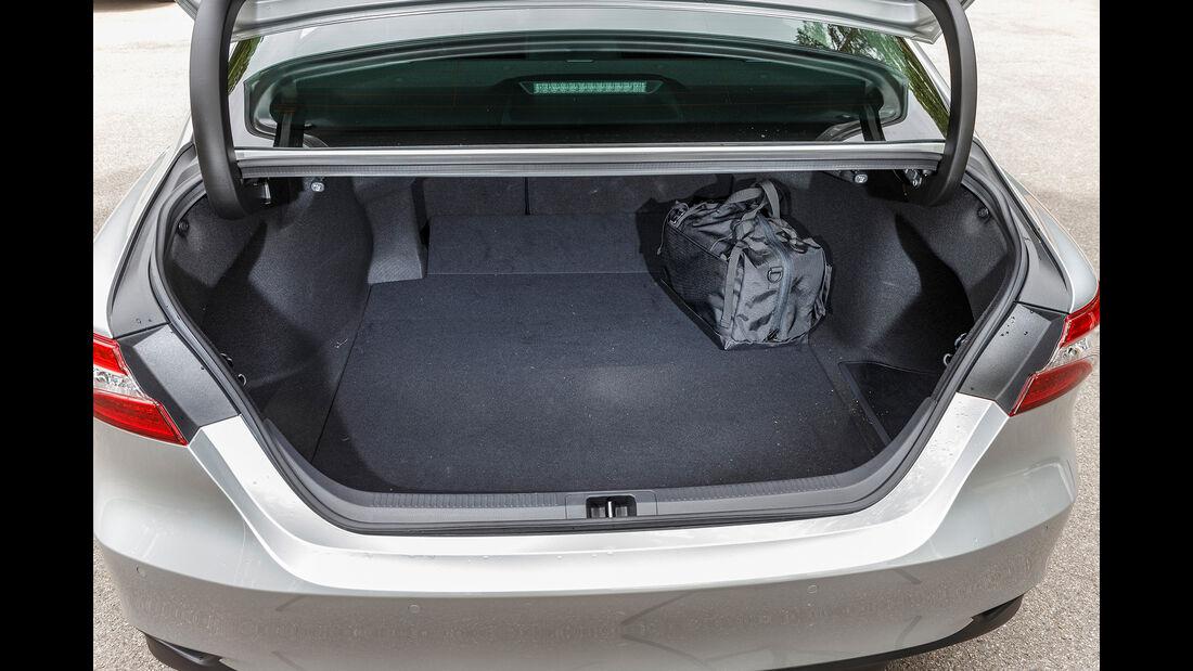 Toyota Camry, Kofferraum