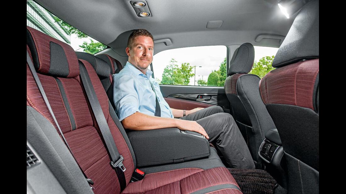 Toyota Crown Athlete S Hybrid, Fondsitz, Beinfreiheit