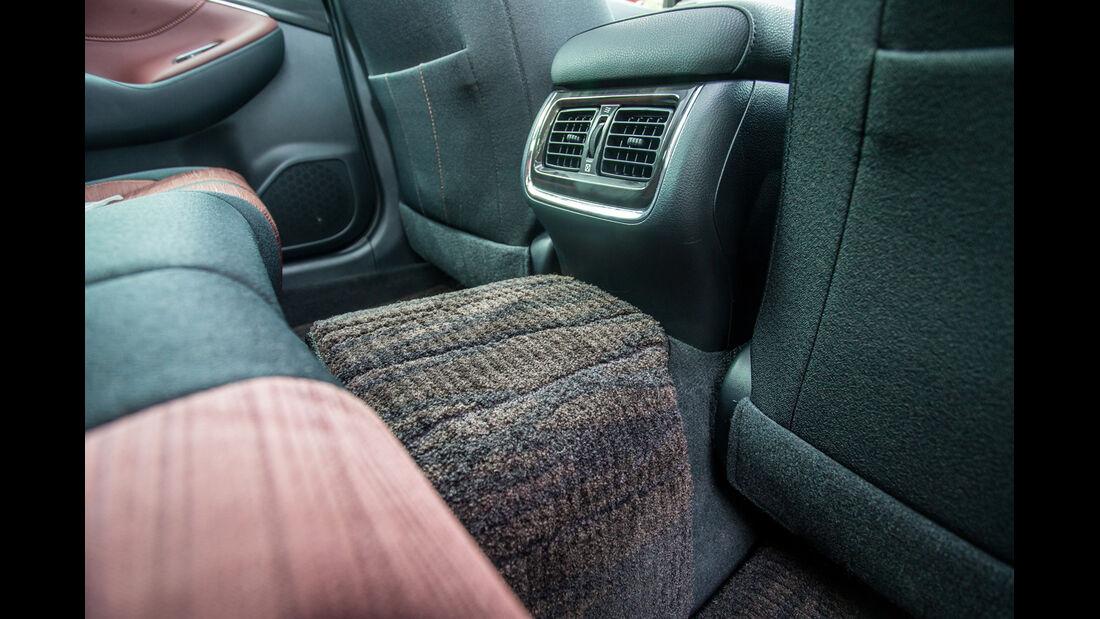Toyota Crown Athlete S Hybrid, Interieur
