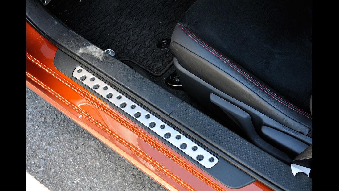 Toyota GT 86, Einstiegsleisten