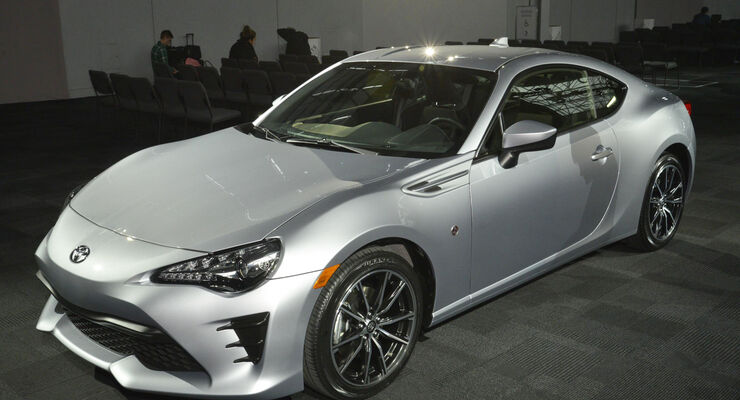 Toyota GT86 2016, Front