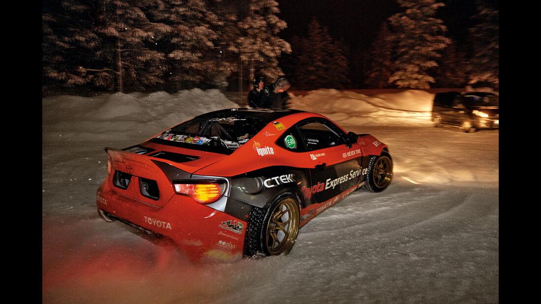 Toyota GT86 am Polarkreis, Finnland. Leseraktion