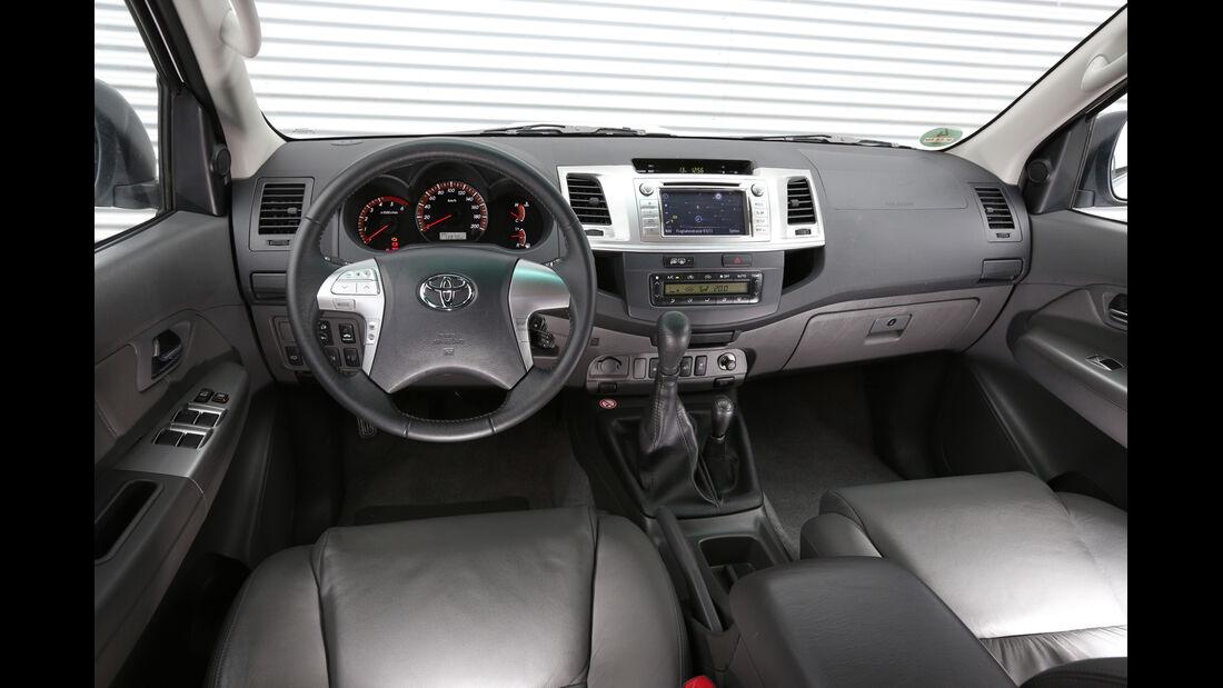Toyota Hilux 3.0 D-4D, Cockpit