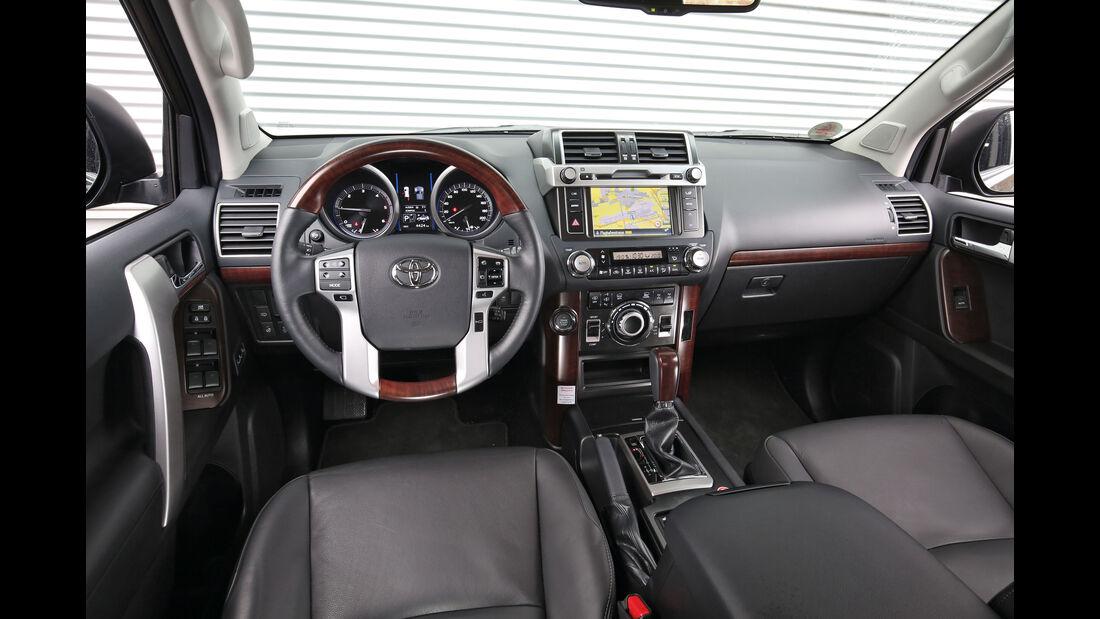 Toyota Land Cruiser 2.8 D-4D, Cockpit