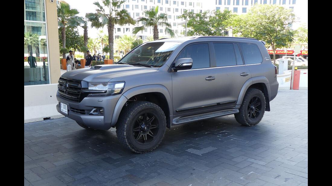 Toyota Land Cruiser VX.R - Carspotting - Abu Dhabi 2017