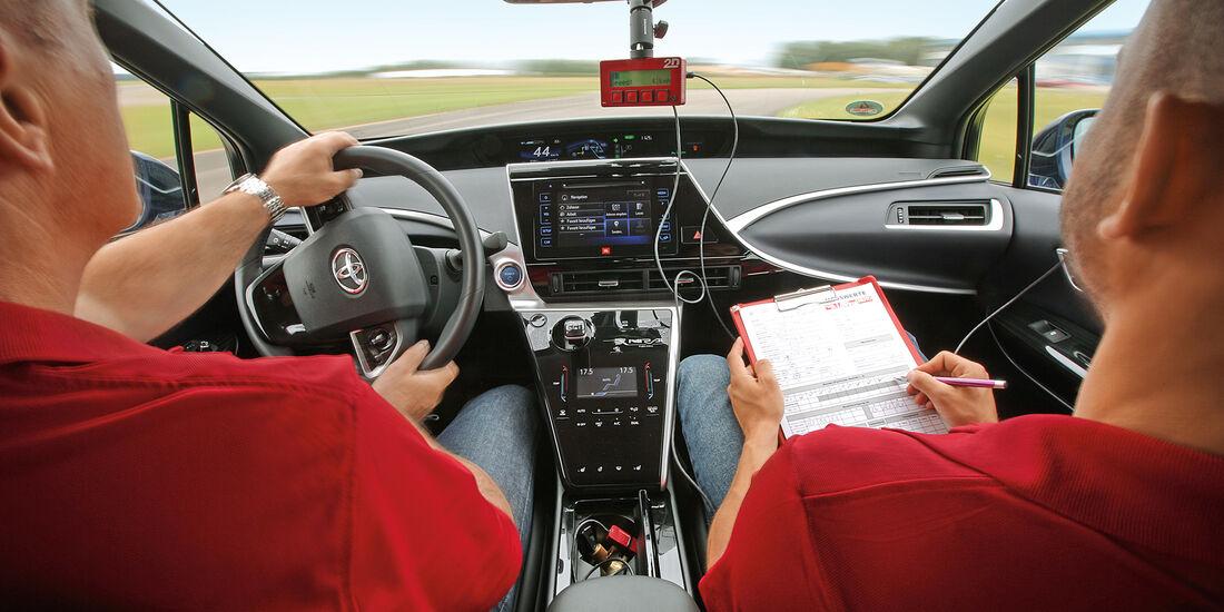 Toyota Mirai, Cockpit