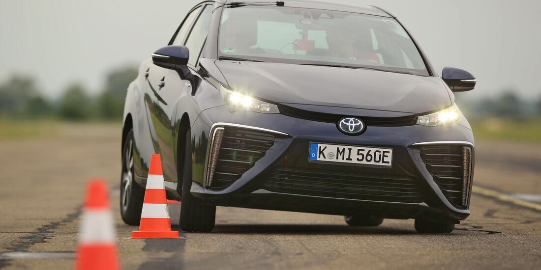 Toyota Mirai, Frontansicht, Slalom