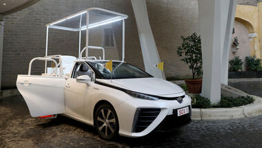 Toyota Mirai Papamobil