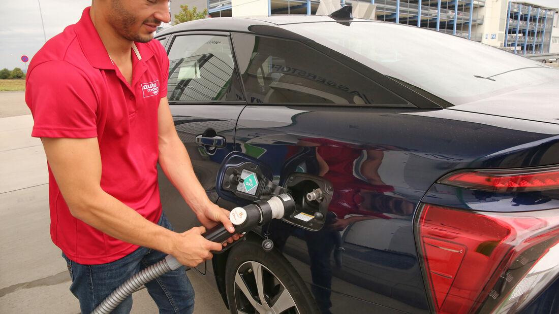 Toyota Mirai, Wasserstoff, Tankstelle