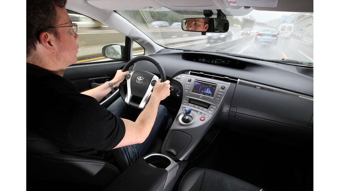 Toyota Prius Plug-In Hybrid, Cockpit