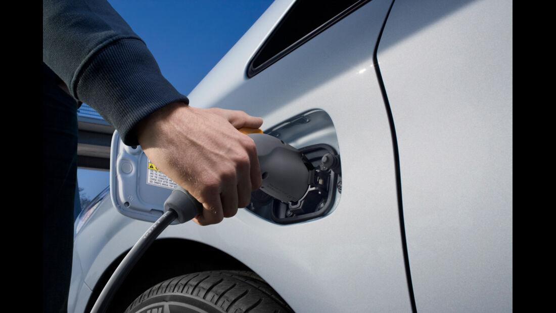 Toyota Prius Plug-in Hybrid, Tanken