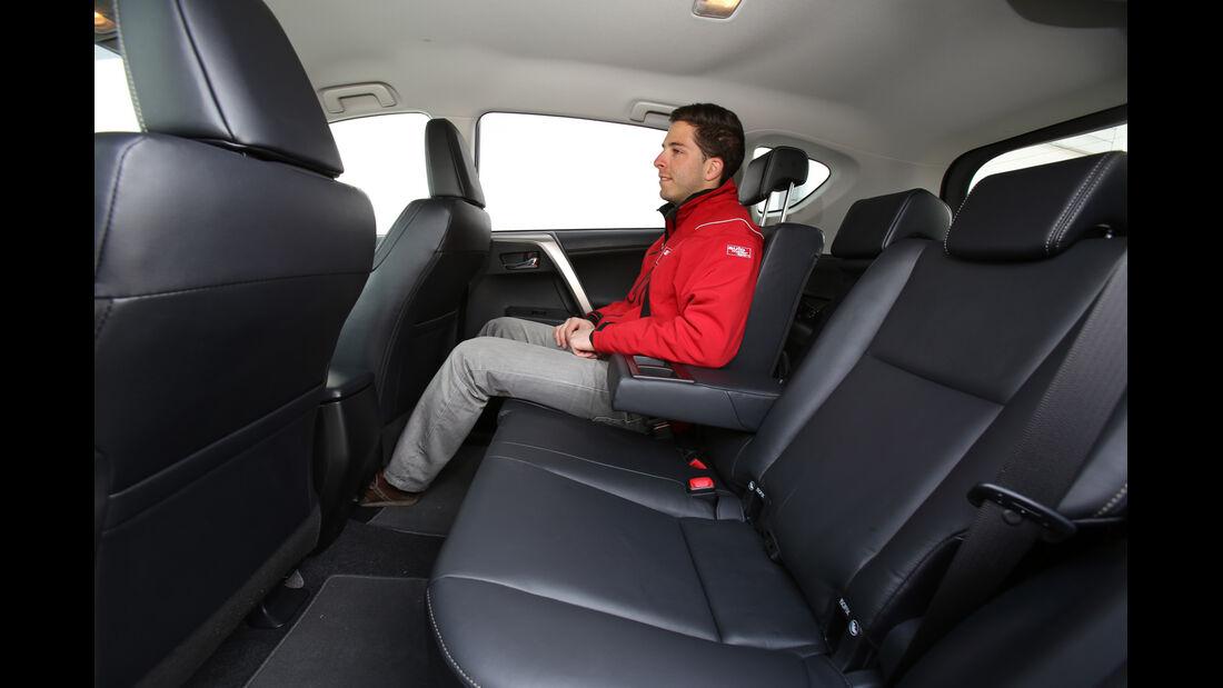 Toyota RAV4 2.0 D-4D, Rücksitz, Beinfreiheit