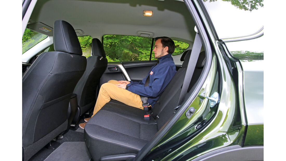 Toyota RAV4 2.2 D-4D AWD Life, Rücksitz, Beinfreiheit