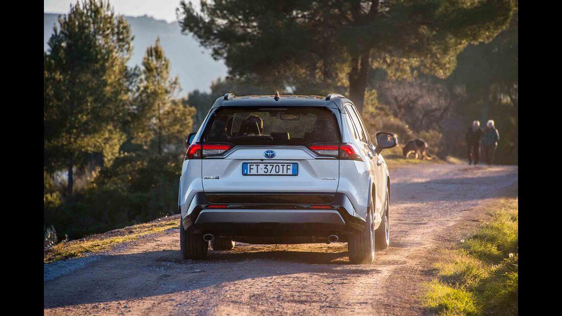 Toyota RAV4 4x4 Hybrid, Fahrbericht, außen heck fahrt