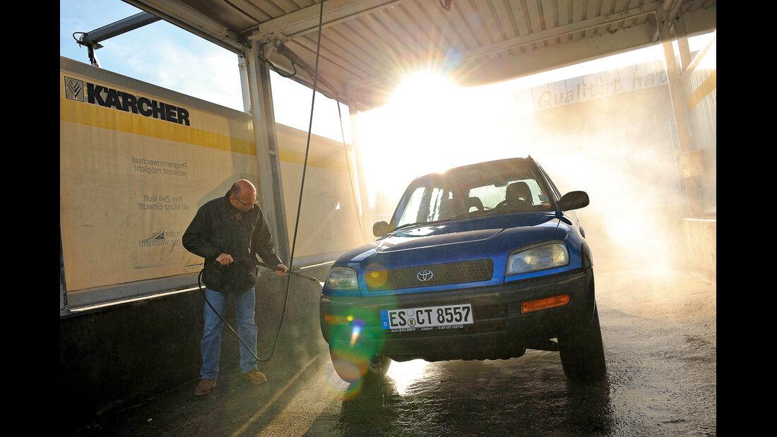 Toyota RAV4, Frontansicht, Waschen