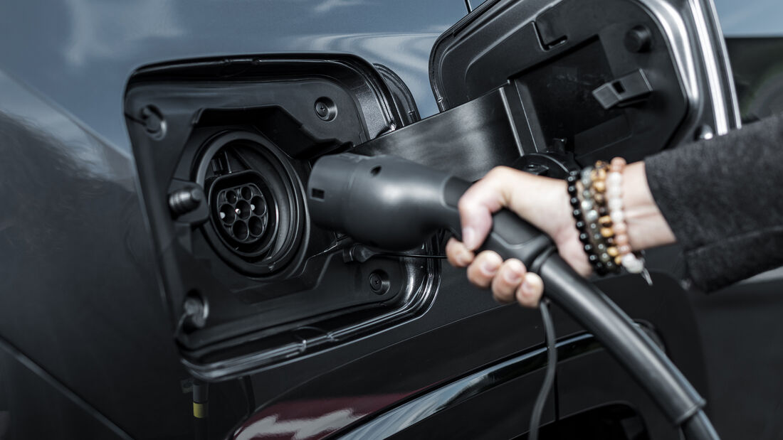 Toyota RAV4 Plug-in, Ladestecker