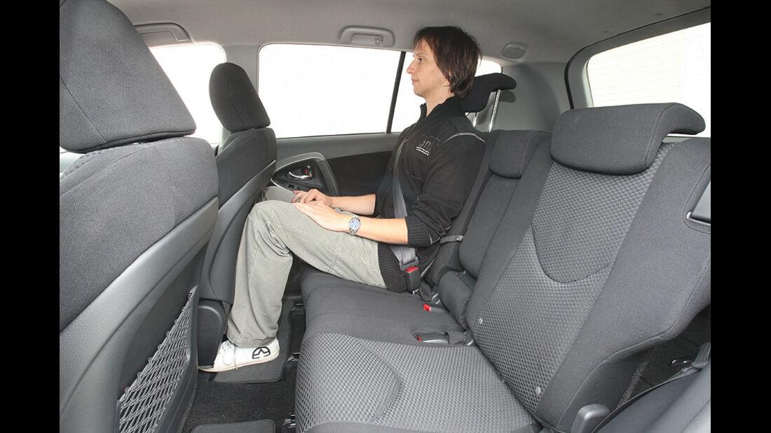 Toyota RAV4, Rückbank