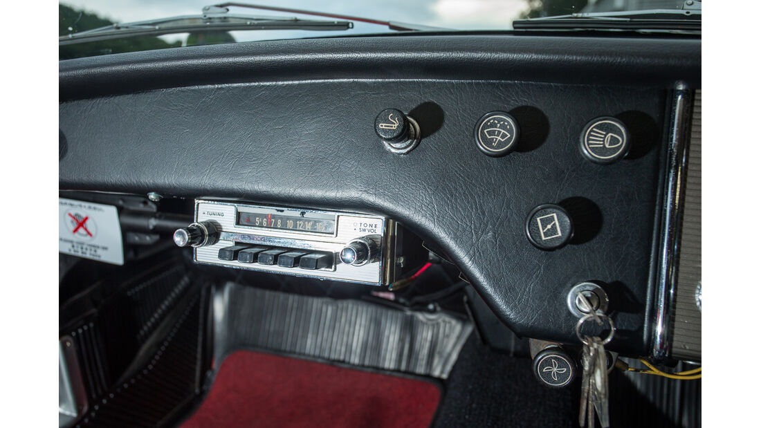 Toyota Sports 800, Radio