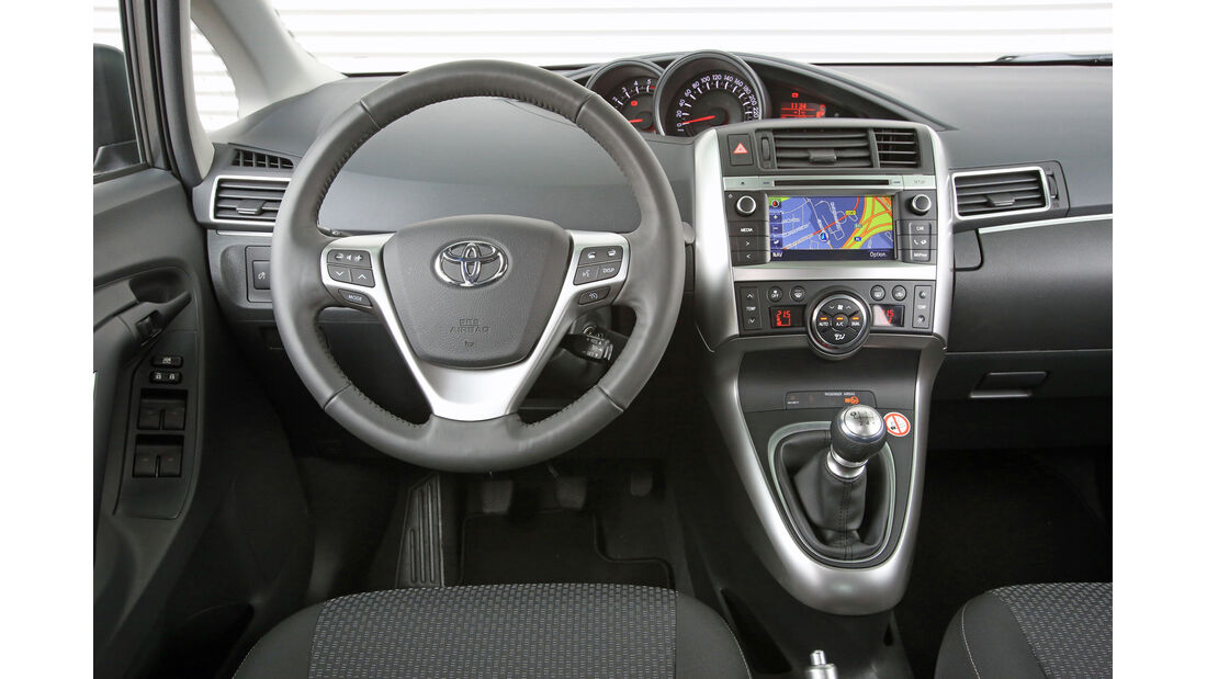 Toyota Verso 2.0 D-4D, Lenkrad, Cockpit