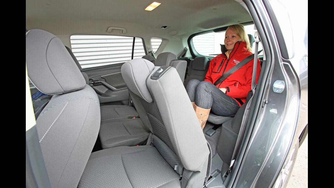 Toyota Verso 2.0 D-4D, Rücksitz, Beinfreiheit