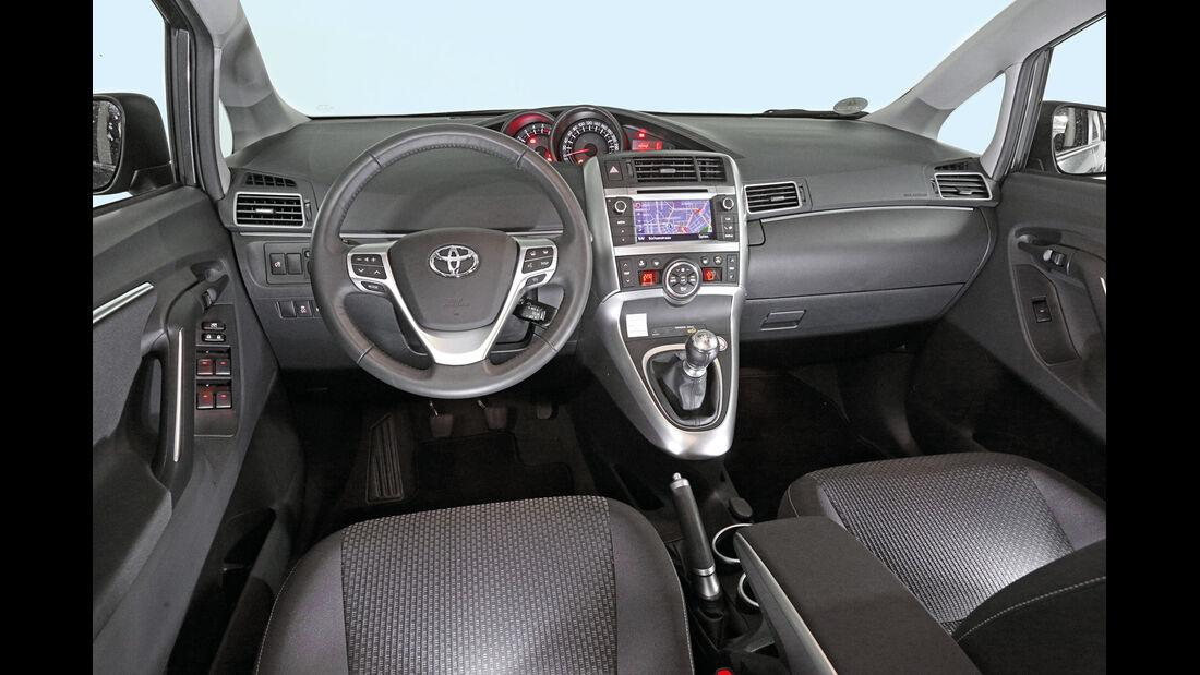 Toyota Verso, Cockpit