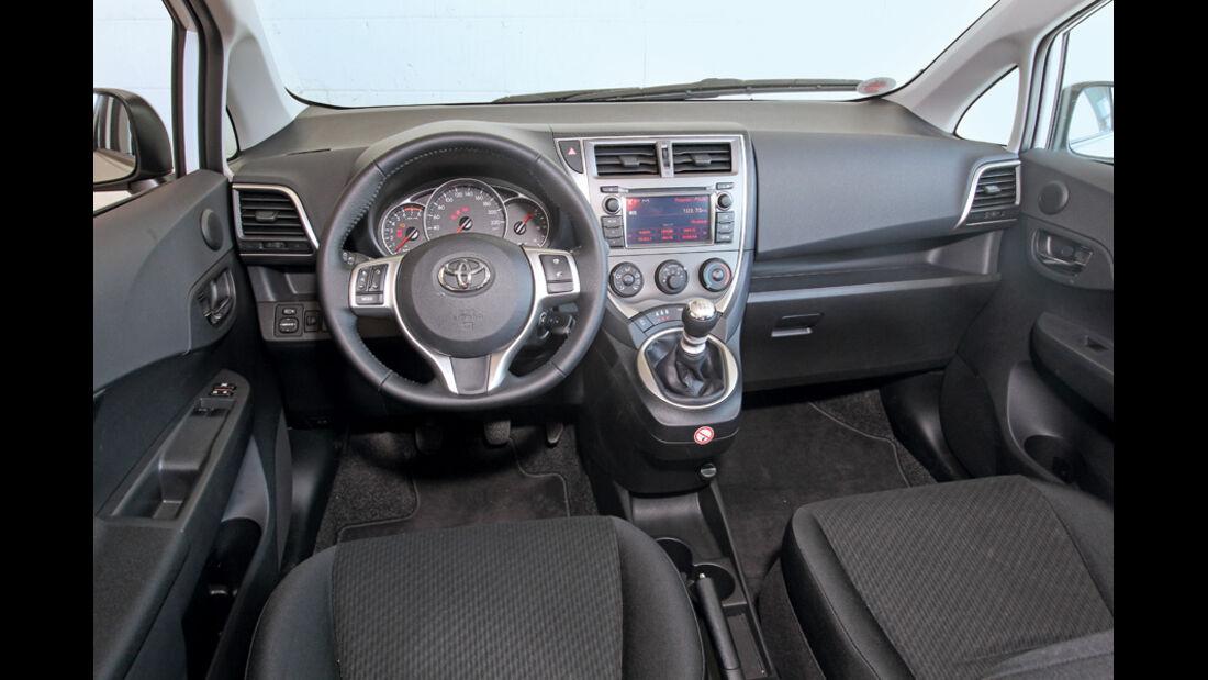 Toyota Verso-S 1.33, Cockpit