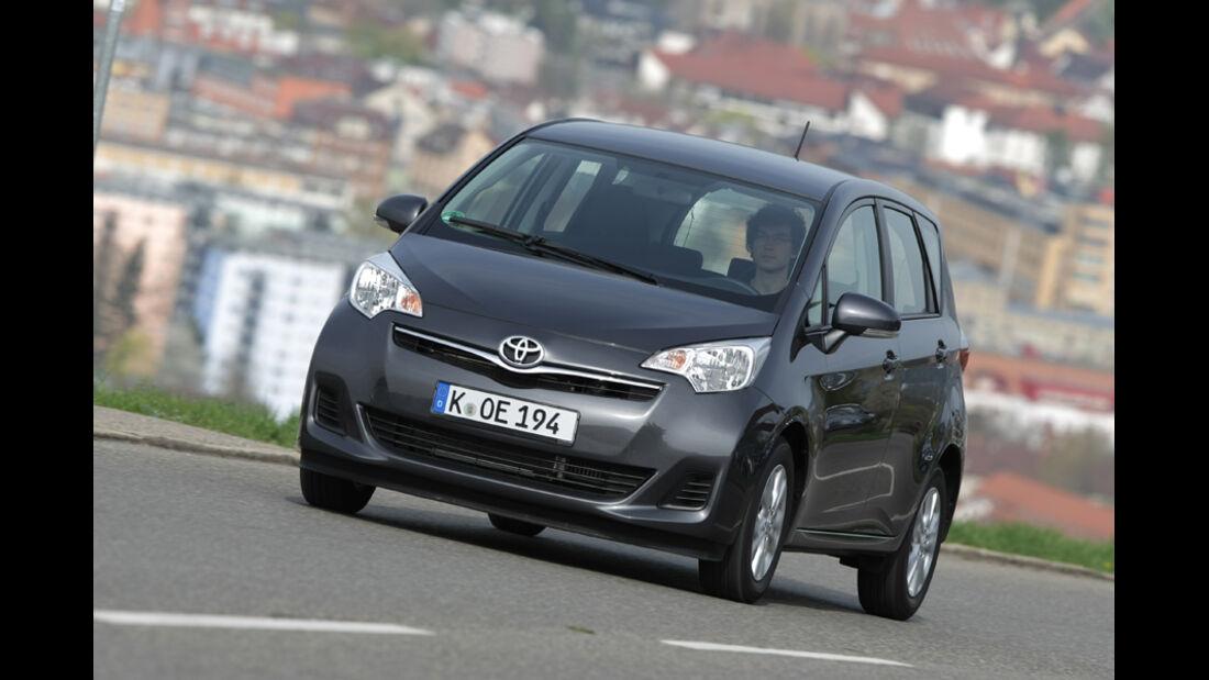 Toyota Verso-S 1.4 D-4D, Frontansicht, Fahrt, Front