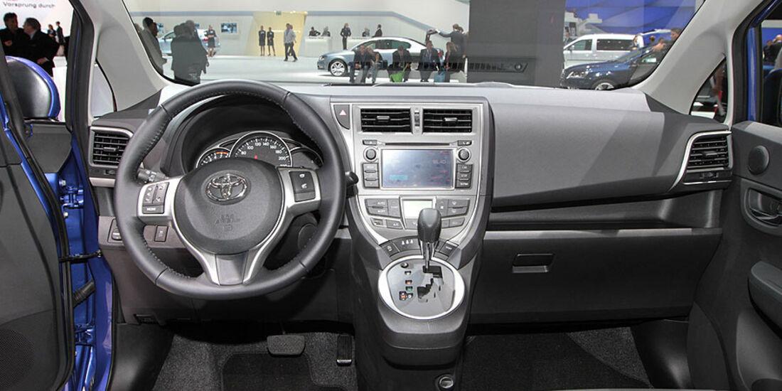 Toyota Verso-S Paris 2010, Cockpit