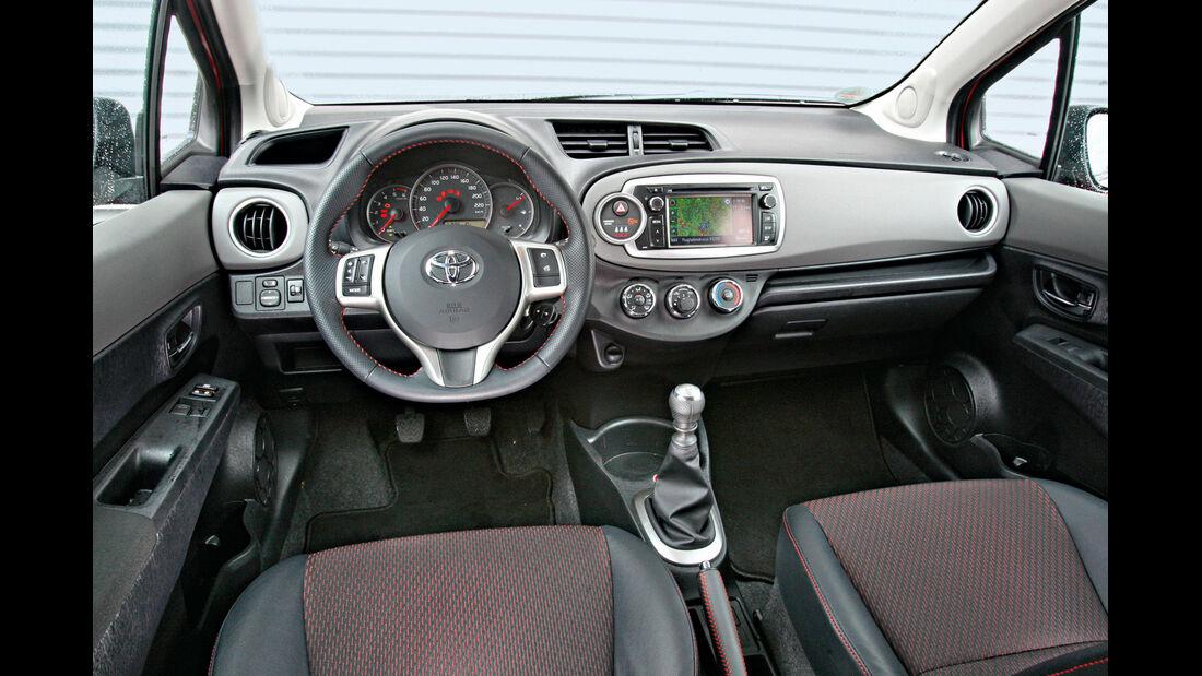Toyota Yaris 1.4 D-4D Club, Cockpit