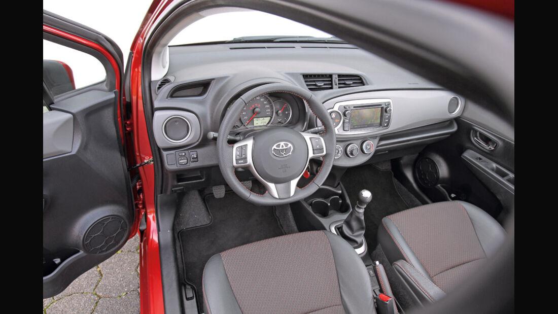 Toyota Yaris 1.4D-4D, Cockpit